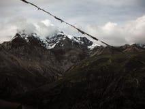La crête grande de l'Himalaya de Chulu pendant la mousson Photos libres de droits