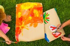 La creatividad de los niños. Dibujo de los niños Imagenes de archivo