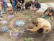 La creazione di una mandala della sabbia Fotografia Stock Libera da Diritti
