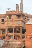 La cremación molió en los ghats del río Ganges, Varanasi fotografía de archivo libre de regalías