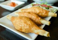La crevette de nourriture du Vietnam autour de la canne à sucre Photos libres de droits