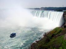 La criada del barco del viaje de Niagara Falls de la niebla fotos de archivo