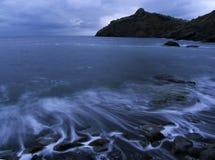 La Crimée, la Mer Noire. Une vague déferlante. Photographie stock libre de droits