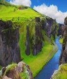 La crique peu profonde Fjadrargljufur Photo stock