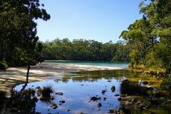 La crique vide dans le lac Images libres de droits