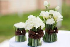 La cérémonie de mariage fleurit le décor Image stock