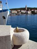 La Croatie, île de Brac, port de Supetar Image stock