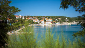 La Croatie, Kvarner, île de Krk, ville de silo Image stock