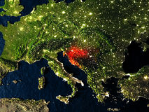 La Croazia nel rosso da spazio alla notte Fotografie Stock