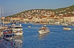 La Croazia, vista di lungomare di Traù del fron dell'isola di Ciovo Immagine Stock Libera da Diritti