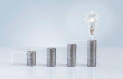 La croissance financière mène à l'émergence des idées Photos stock