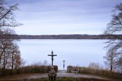 La croix commémorative au lac Starnberger voient, l'Allemagne Image libre de droits