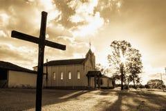 La croix et l'?glise photos stock
