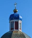 La croix sur l'église Images stock
