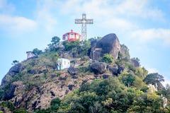 La croix sur le dessus de la montagne, montagne de Baw de Bu de Naw, Kayin Sta photo libre de droits