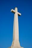 La cruz blanca en cielo azul Fotografía de archivo