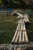 La cruz de bambú el pequeño río Imagen de archivo libre de regalías