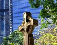 La cruz de piedra anglicana de la iglesia Fotografía de archivo