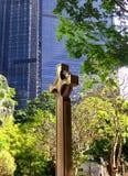 La cruz de piedra anglicana de la iglesia Imagenes de archivo
