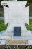 La cruz en el sepulcro de Vanga en Rupite en Bulgaria, diciembre Imagenes de archivo