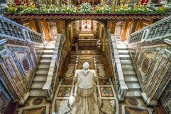 La crypte avec la statue de Pio IX dans la basilique de Santa Maria Maggiore à Rome, Italie photo stock