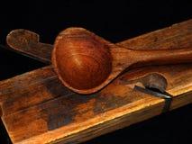 La cuchara y el plano de madera Fotos de archivo