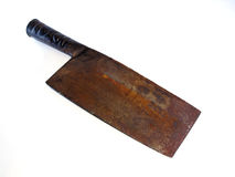 La cuchilla del viejo carnicero oxidado aislada en blanco Foto de archivo