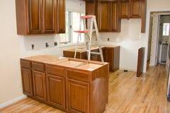 la cucina di miglioramento domestico degli armadietti ritocca Fotografia Stock Libera da Diritti