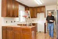 la cucina di miglioramento domestico degli armadietti ritocca Immagine Stock Libera da Diritti