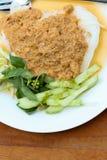 La cucina tailandese è tagliatelle di riso in salsa del granchio del curry del pesce con le verdure Fotografie Stock