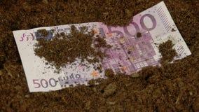 La cuenta de papel del euro 500 en la tierra metrajes