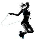 La cuerda de salto de la mujer ejercita la silueta fotos de archivo libres de regalías