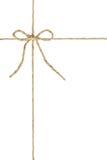 La cuerda marrón natural del cáñamo de la guita del yute, ata un nudo/arco en el medio del cordón fotografía de archivo