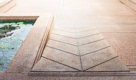 La cuesta abajo camina manera Imagen de archivo libre de regalías