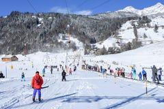 La cuesta de Engelberg en las montañas suizas Fotografía de archivo