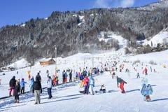 La cuesta de Engelberg en las montañas suizas Imagen de archivo