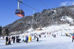 La cuesta de Engelberg en las montañas suizas Fotos de archivo