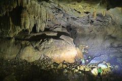 La cueva del Va y la nuez de Nuoc excavan, explorando la cueva 3 Foto de archivo libre de regalías