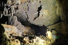 La cueva del Va y la nuez de Nuoc excavan, explorando la cueva 5 Foto de archivo libre de regalías