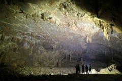 La cueva del Va y la nuez de Nuoc excavan, explorando la cueva 8 Imagenes de archivo
