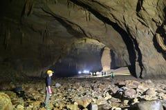 La cueva del Va y la nuez de Nuoc excavan, explorando la cueva 9 Imágenes de archivo libres de regalías