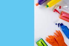 La cuisine colorée de nettoyage, la salle de bains et d'autres salles nettoient servic Images stock