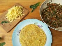 La cuisson du pissenlit répand des petits pains de tomate Photos libres de droits