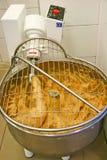 La cuisson, fouettant avec électrique battent Images stock