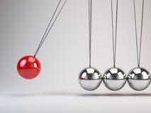 La culla di Newton d'equilibratura delle palle Immagini Stock