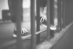 La cultura d'uso della gioventù di stile della via calza il concetto Fotografia Stock