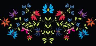 La cultura europea ha ispirato il modello floreale piega a colori su fondo nero Fotografia Stock