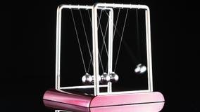 La cuna de Newton, péndulo del juguete del escritorio, almacen de metraje de vídeo