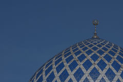 La cupola della moschea di Sultan Salahuddin Abdul Aziz Shah è la moschea dello stato di Selangor, Malesia È conosciuto come mosc Immagini Stock