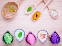 La cura di pelle e casalingo alternativi sfrega la lavanda sfrega, paglia Fotografia Stock